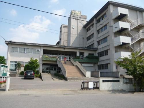 新栄中学校 約1040m/徒歩11分