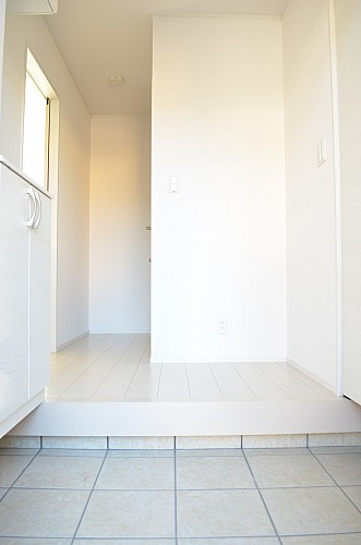 収納に便利なシューズクローク付玄関