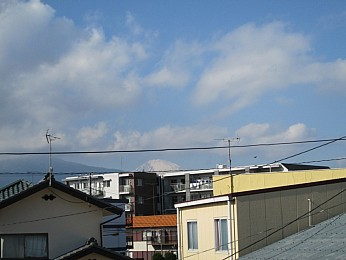 バルコニーからの眺望。富士山を望めます