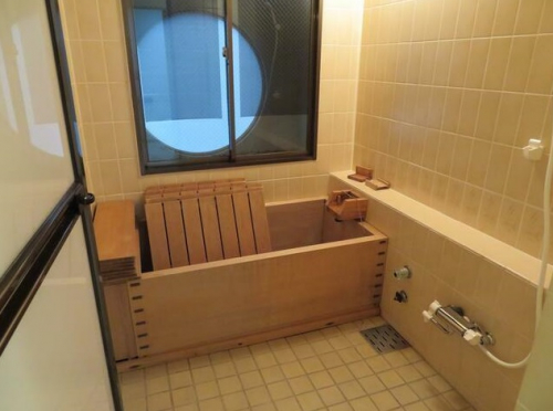 檜造りの浴槽