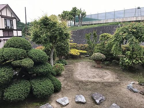 手入れ状態の良いお庭です