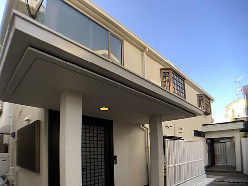 玄関が二つある独立した二世帯住宅