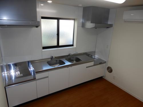 キッチンを2台設置。スペースも広く料理が楽しめそうです。