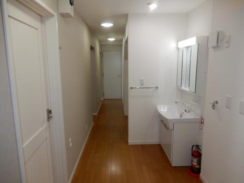 共用廊下には各階洗面台もございます。
