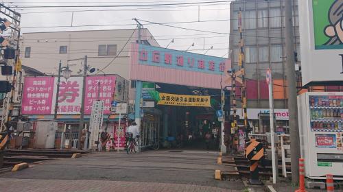 立石駅前は昔ながらの雰囲気が人気の商店街で賑わっています。お気に入りの店を見つけてください。