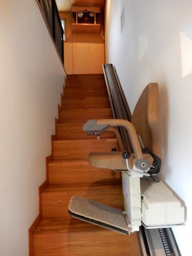 1階→2階 昇降機が各階段についております!
