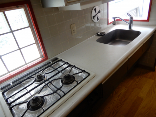 2階キッチン 車いすでも使えるように低めになっております。