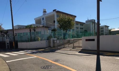 犬蔵中学校 約850m