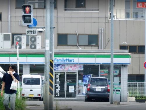 ファミリーマート作の口小学校前店810M