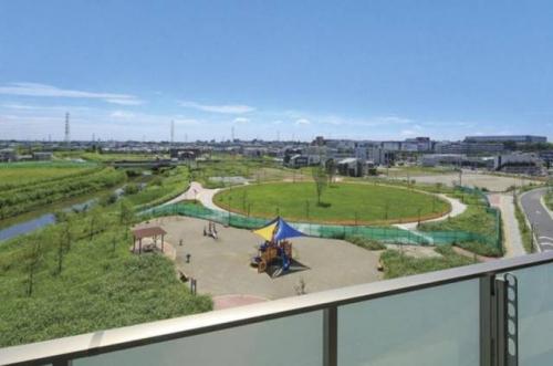 物件目の前には公園があり休日には家族連れで賑わっております。