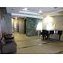 グランドピアノを配したエントランスホール