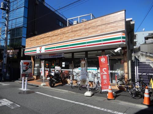 【セブンイレブン板橋成増3丁目東店】・・・徒歩約3分(約240m)
